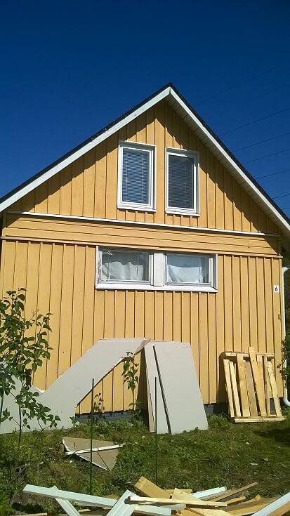 wp_20180718_16_39_56_pro.siirtolapuutarha ikkunat vaihto, uusittu päätykolmio yläk seinät kokonaan runkoa myöten ja uusi paneeli. helsinki kesä 2018.kuv2