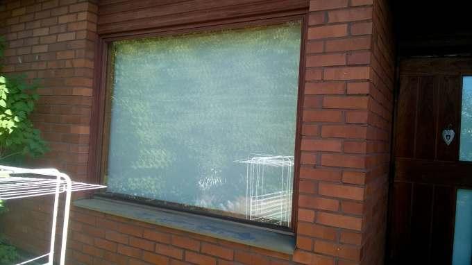 wp_20180808_12_03_12_pro. as oy vantaa. 4 perheen rivari ikkunat ja pääovet vaihto. syksy 2018.ennen remonttia